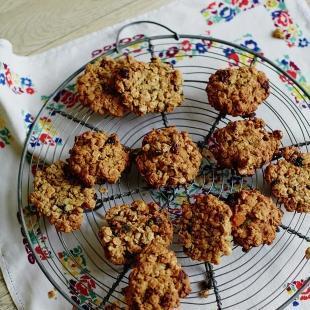 Mix Jools Easy Oaty Fruit Cookies Fruit Recipes Jools Oliver