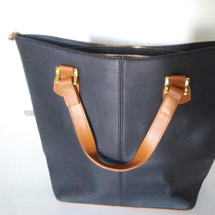 14b258ca301a ebay.comJoy Mangano & Iman Genuine Leather Hollywood Glamour Black  HandbagJoy Mangano & Iman Genuine Leather Hollywood Glamour Black Handbag |  Clothing, ...