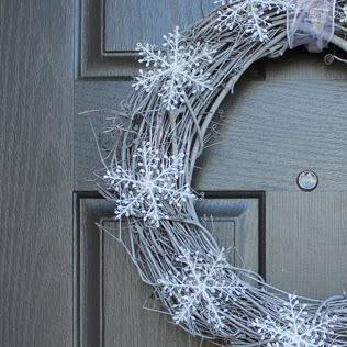 ... how to make a DIY winter wreath for your front door. This easy wreath idea is perfect to put up after Christmas and through January and features pretty, ...