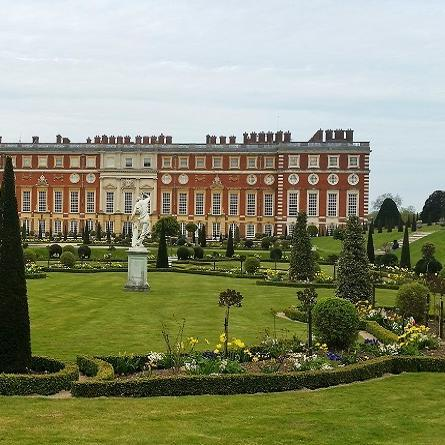For A King Hampton Court Palace EnglandThere Is Just Something About Palaces That Are Magical And Makes You Feel Like Have Stepped Back In Time